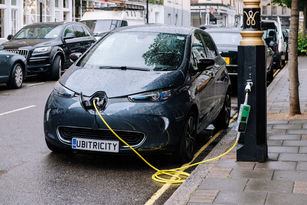 Kensington and Chelsea Council, OVO and ubitricity join forces to expand London's lamp post electric vehicle charging network